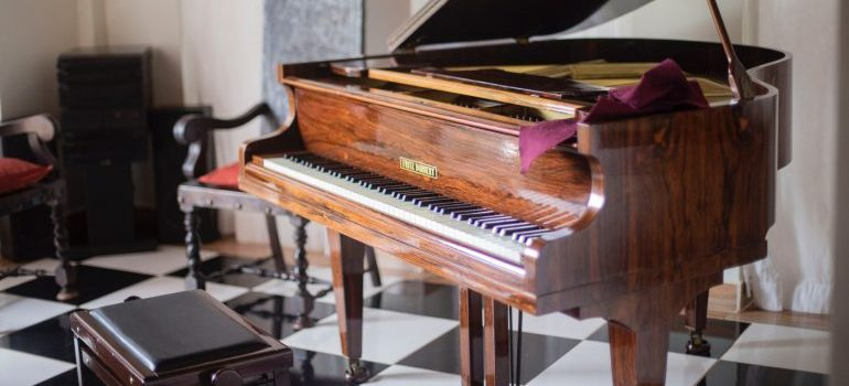 Packing musical instruments - Brown grand piano with chair