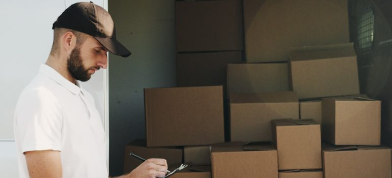 Picture of a moving professional. Military relocation in Northern Virginia is easier when you have professional assistance