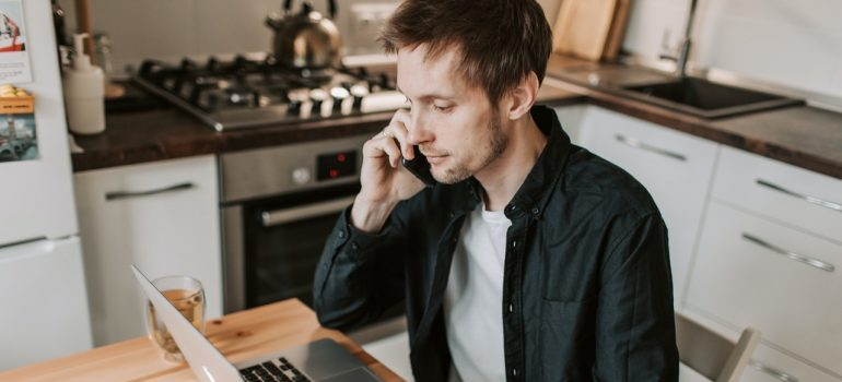 man calling to book storage units Chantilly VA